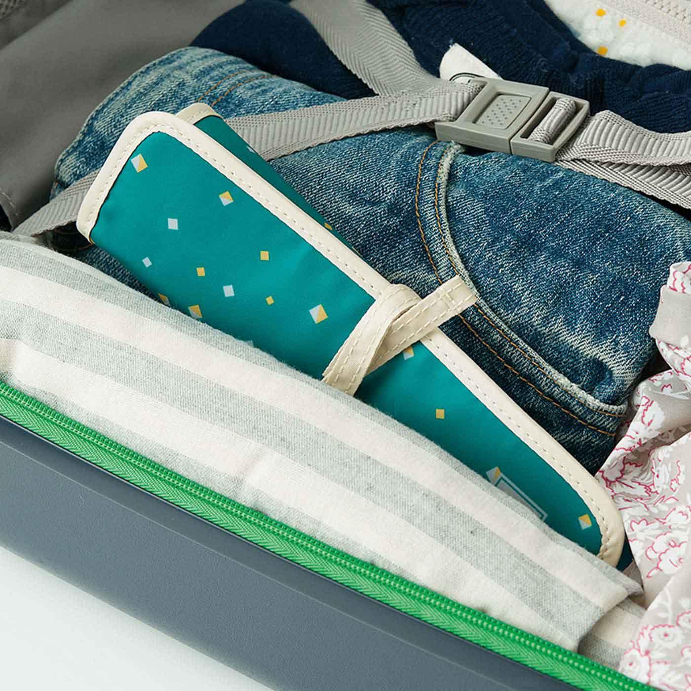 旅行かばんやスーツケースのすき間にポン。