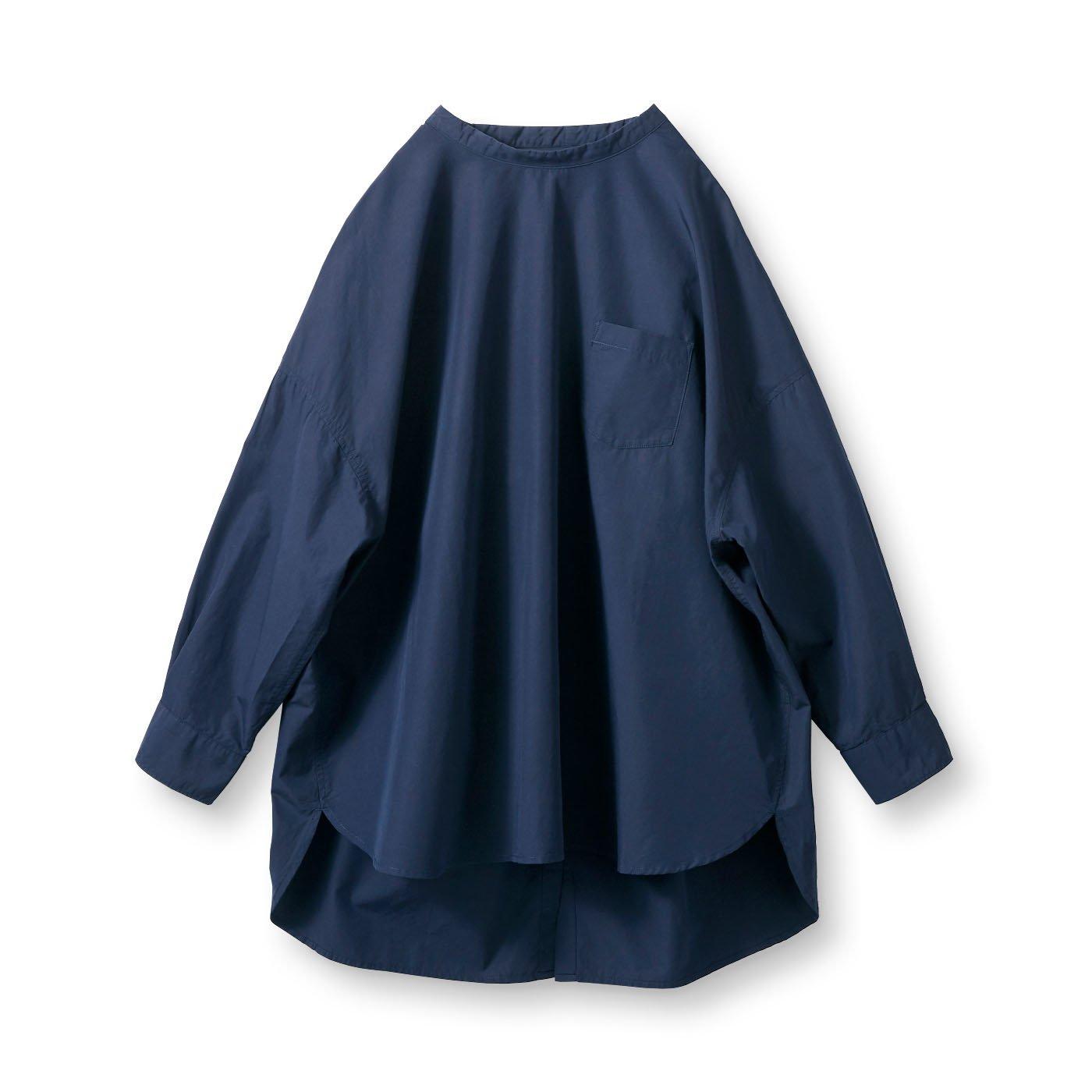 アヴェクモワ 後ろボタンのビッグシャツ〈紺〉