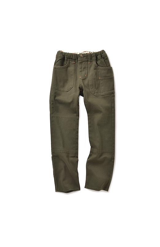 配色のカン留めがおしゃれなアクセントに。ひざ部分は二重仕立て。