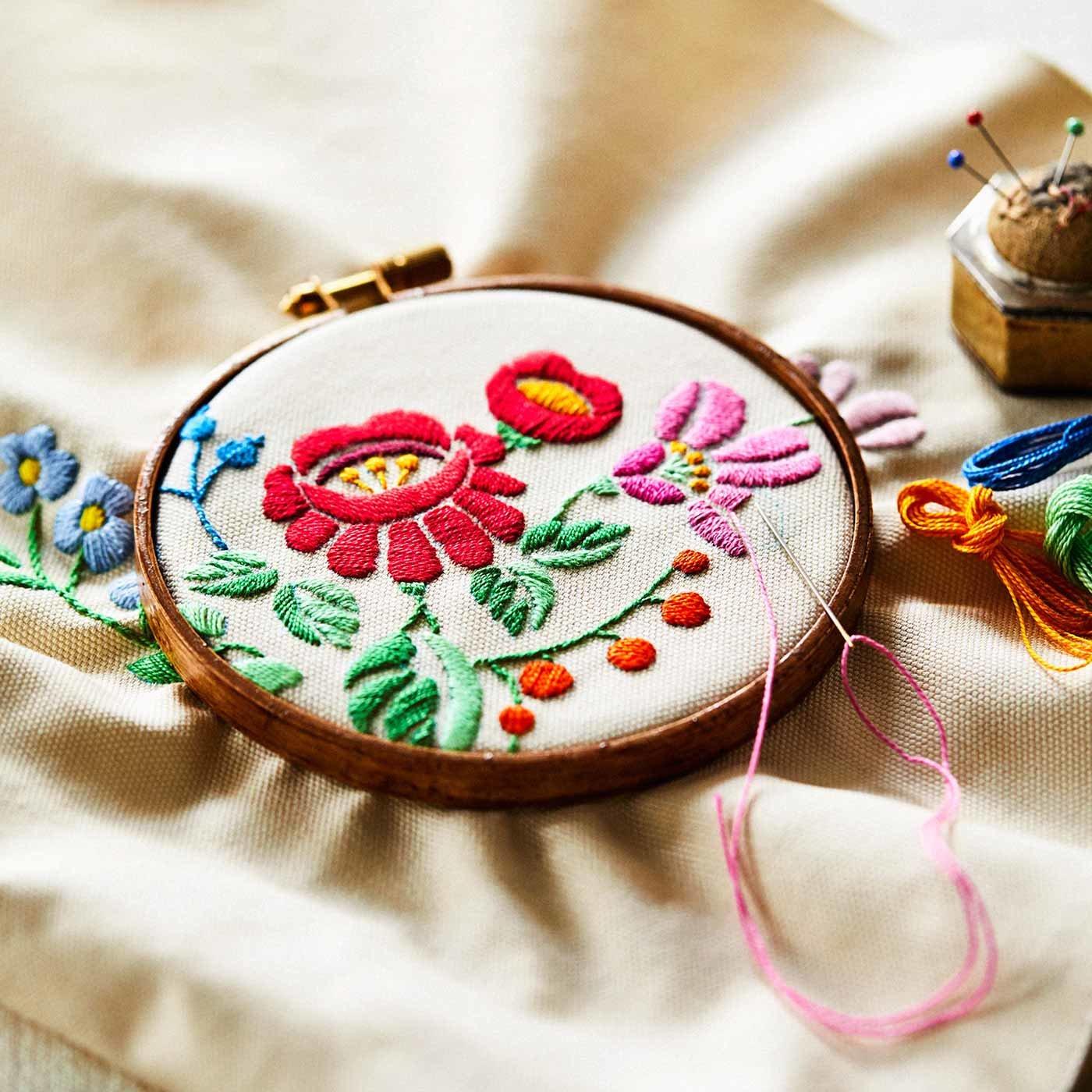東欧をめぐる気分で 暮らしを彩る刺しゅう小物
