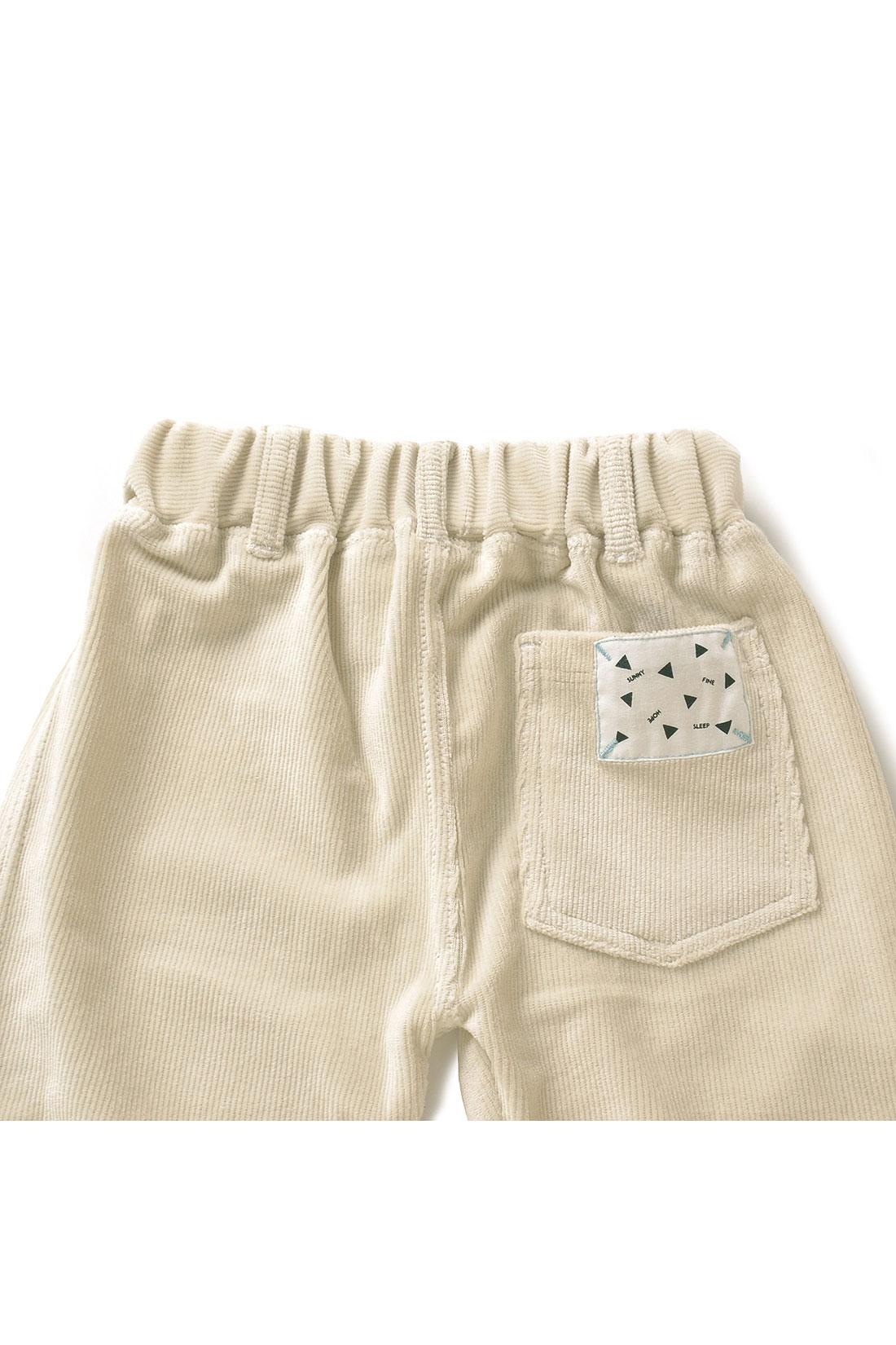 Back 後ろポケットには配色のステッチがきいたオリジナルデザインのタグも。