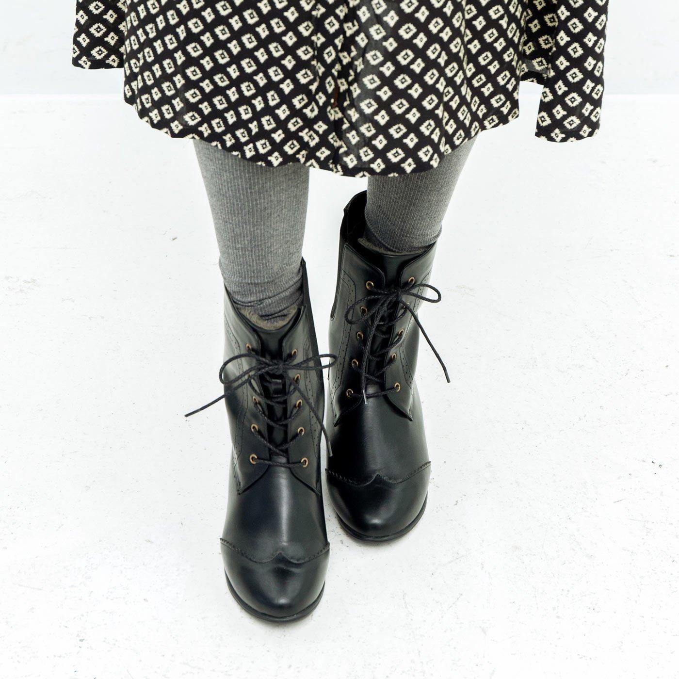 防水仕立て! ファーで暖か! さっと履けてしなやかに歩ける編み上げブーツ〈ブラック〉