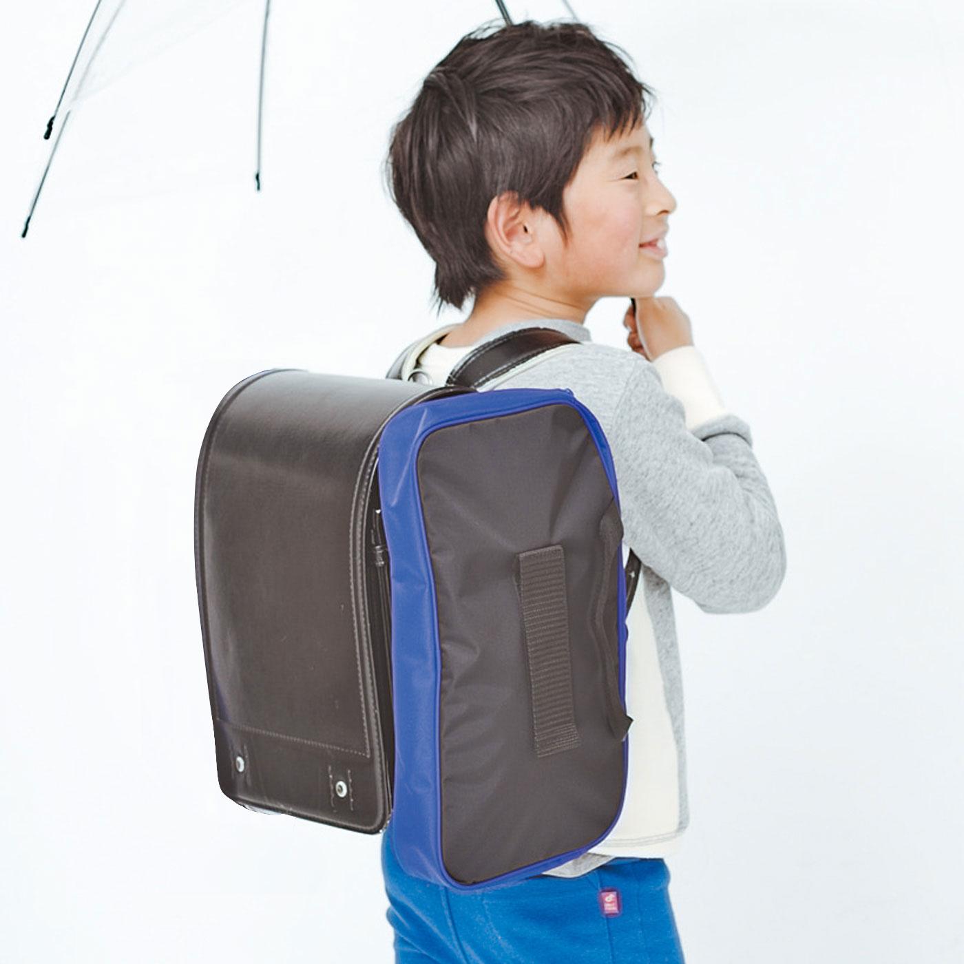 丈夫なナイロン素材の移動式スクールバッグ〈ボーイズ〉