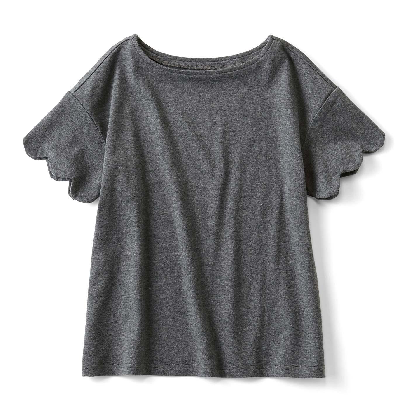 スカラップがほどよくガーリーな吸水速乾Tシャツ〈チャコールグレー〉