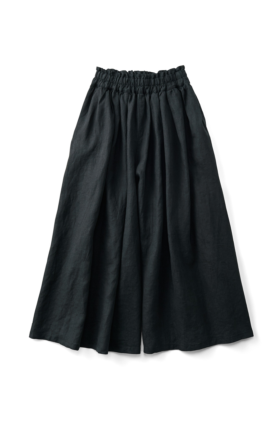 〈ブラック〉 スカートみたいに見えるけれど、実はパンツっていうのがいいでしょ。