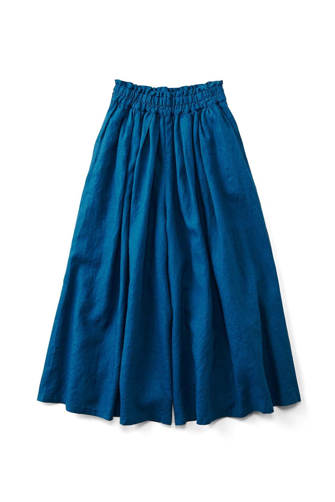 〈ディープブルー〉 スカートみたいに見えるけれど、実はパンツっていうのがいいでしょ。