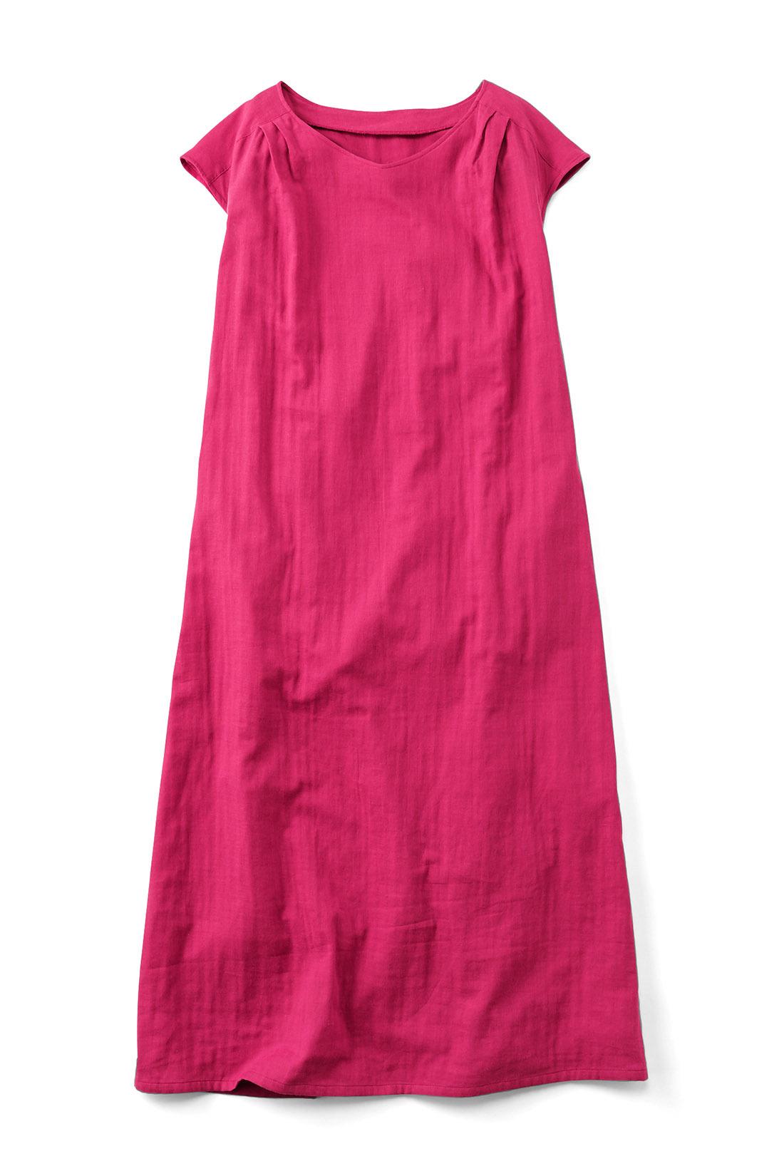 〈ピンク〉 シンプルな形だけど肩のタックが何気にきいてる。少し青みがかったこっくり絶妙なお色味です。