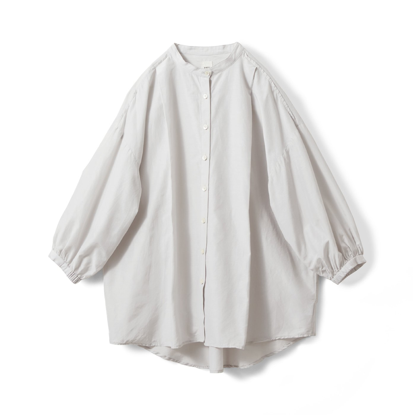 アヴェクモワ 綿シルクのタックシャツ 〈ライトグレー〉