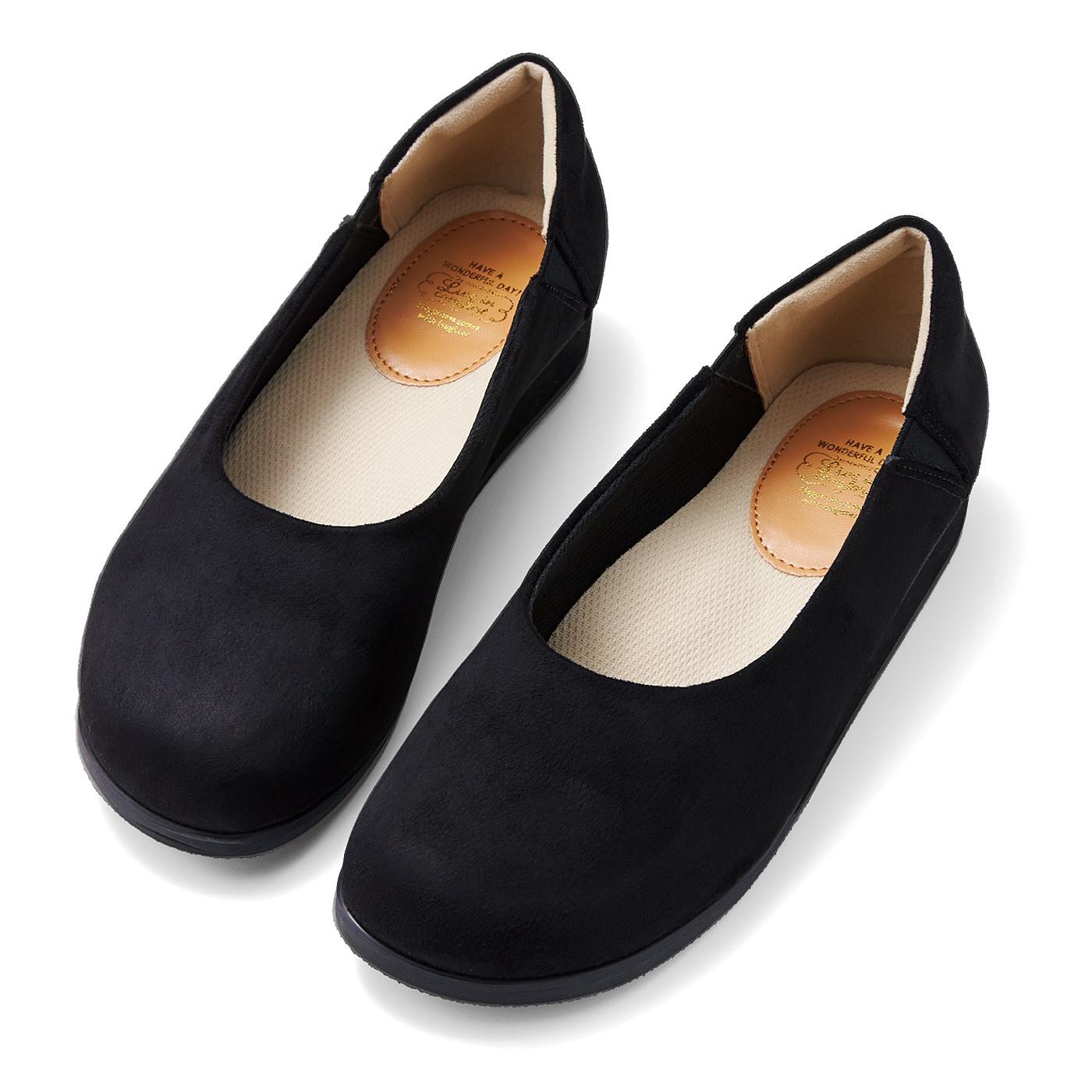 リブ イン コンフォート ゆったりとした足まわりで足取り軽やか 上品オブリークトウパンプス〈ブラック〉