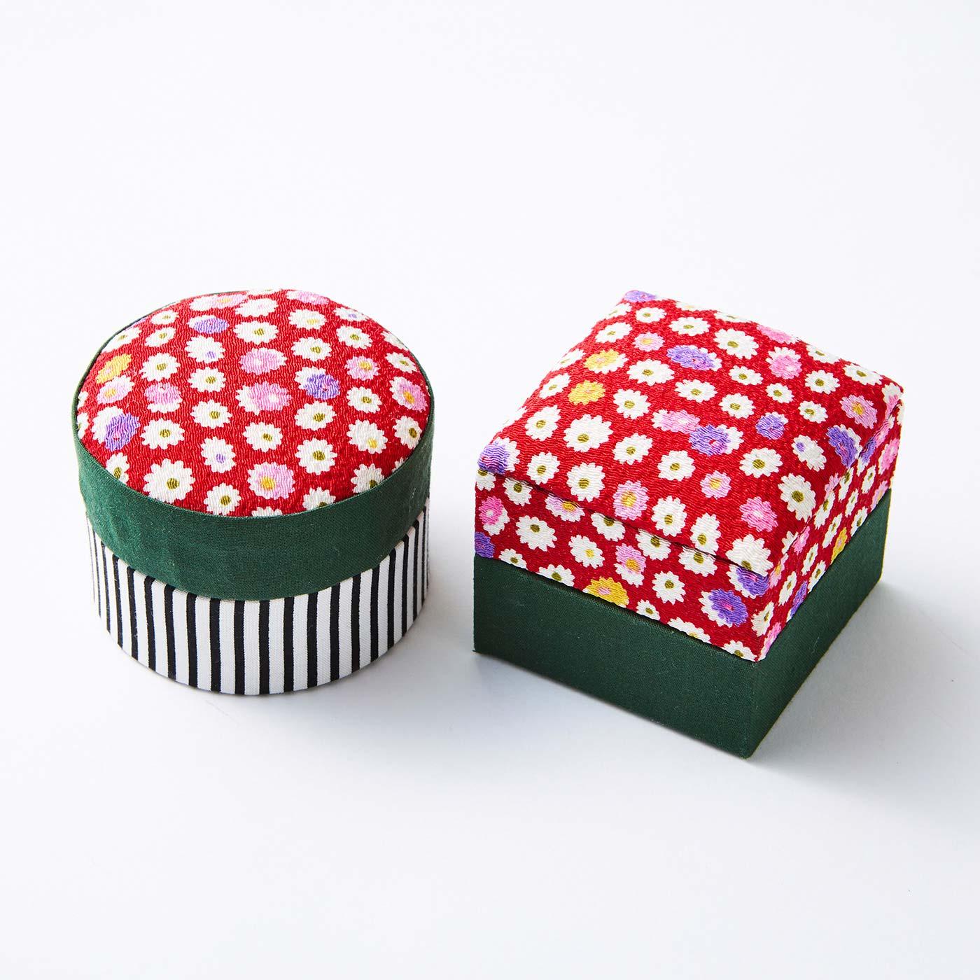 小さな丸箱と角箱(閉じた状態)