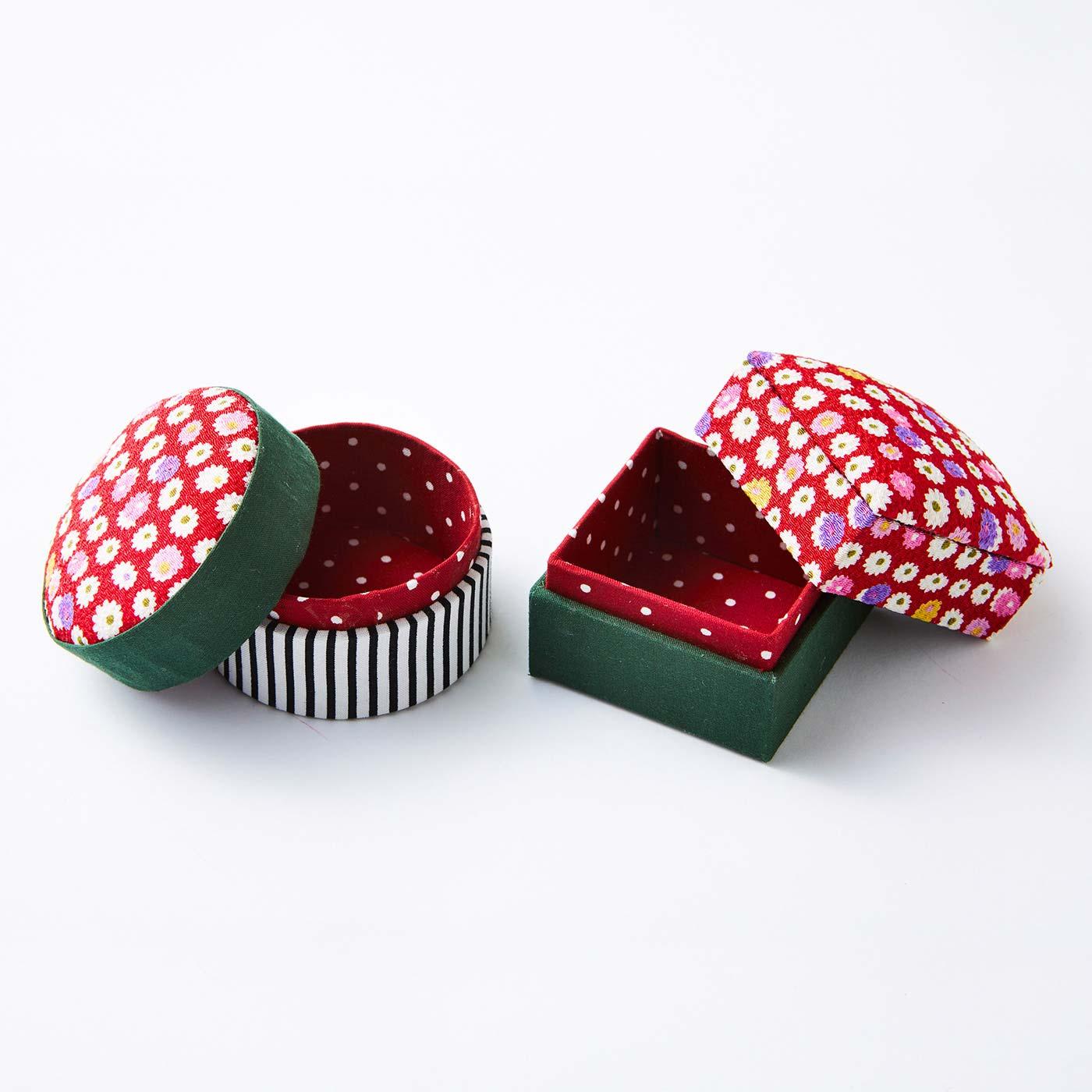 小さな丸箱と角箱(アクセサリー・小物ケース) 丸箱:直径約6.5cm、高さ約5cm 角箱:約5.5cm×5.5cm、高さ約5cm