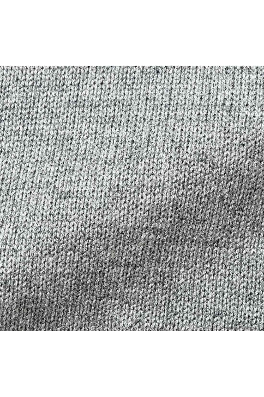 肌ざわりがよいやわらかな綿混ニット素材。