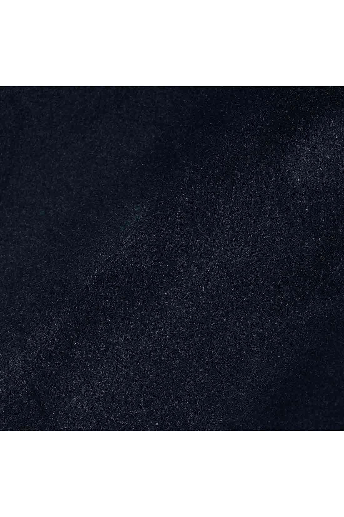 裏側は暖かでふわふわのシャギー素材。暖かさと肌ざわりのよさに癒されそう。