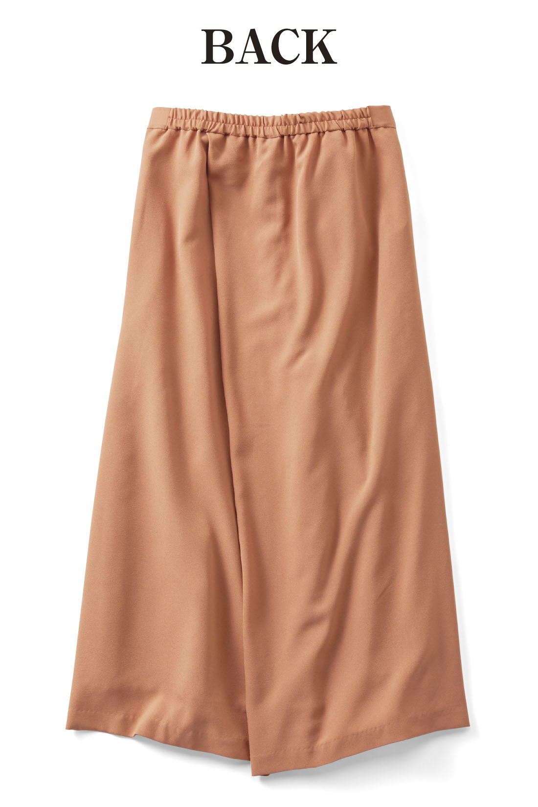 バックスタイルも左右の布を重ねてスカートっぽく。後ろウエストはゴム仕様で着心地よくストレスなし。※お届けするカラーとは異なります。