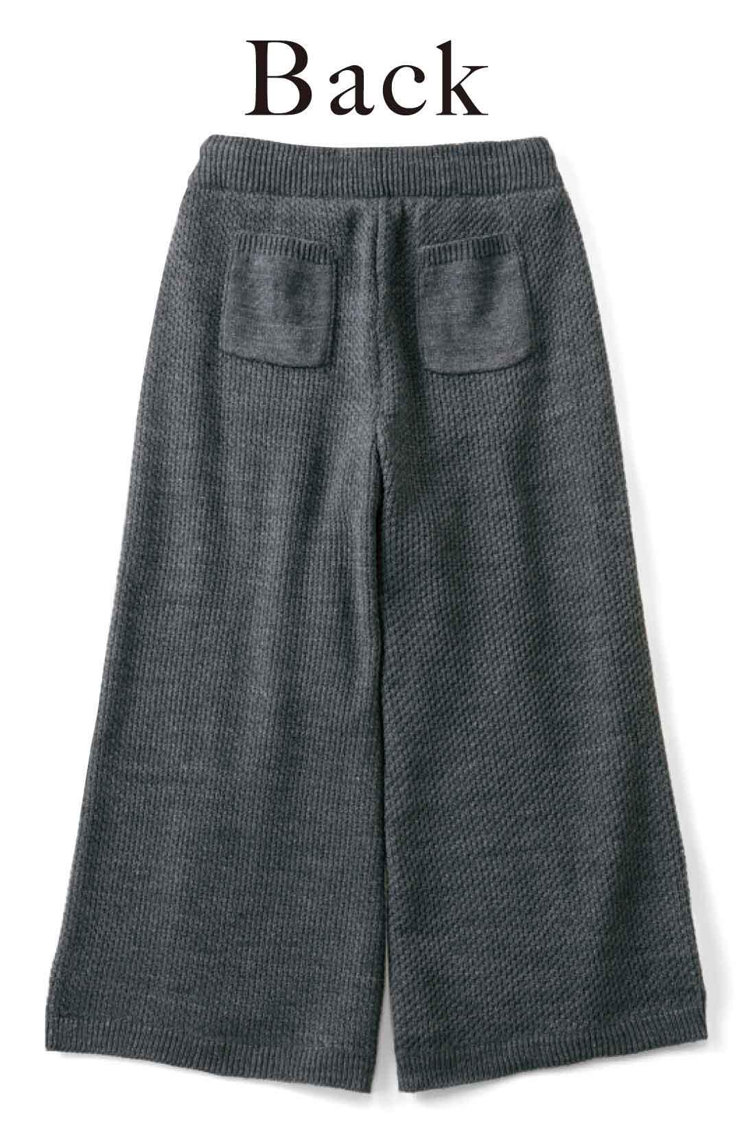 おしりに付けたポケットでバックスタイルがのっぺりしません。 ※お届けするカラーとは異なります。