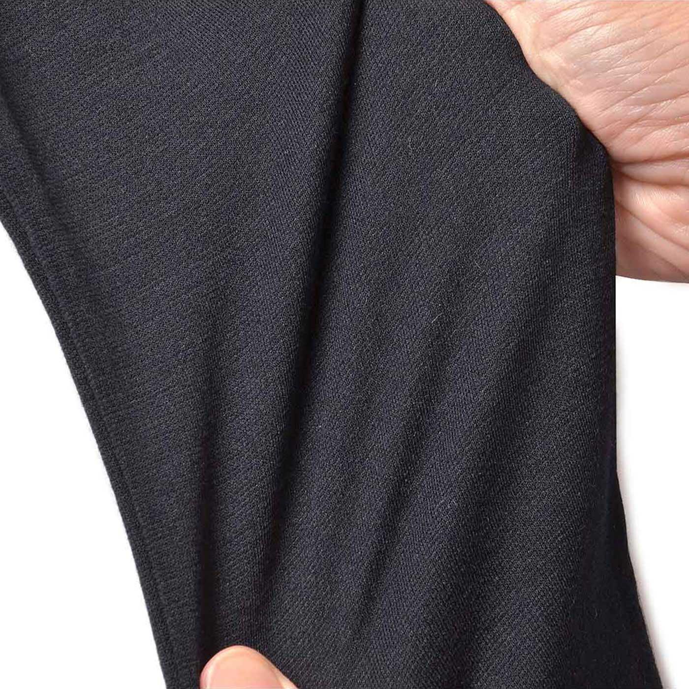 スパッツは、やわらかくフィット感あるストレッチ素材で細見え効果も。