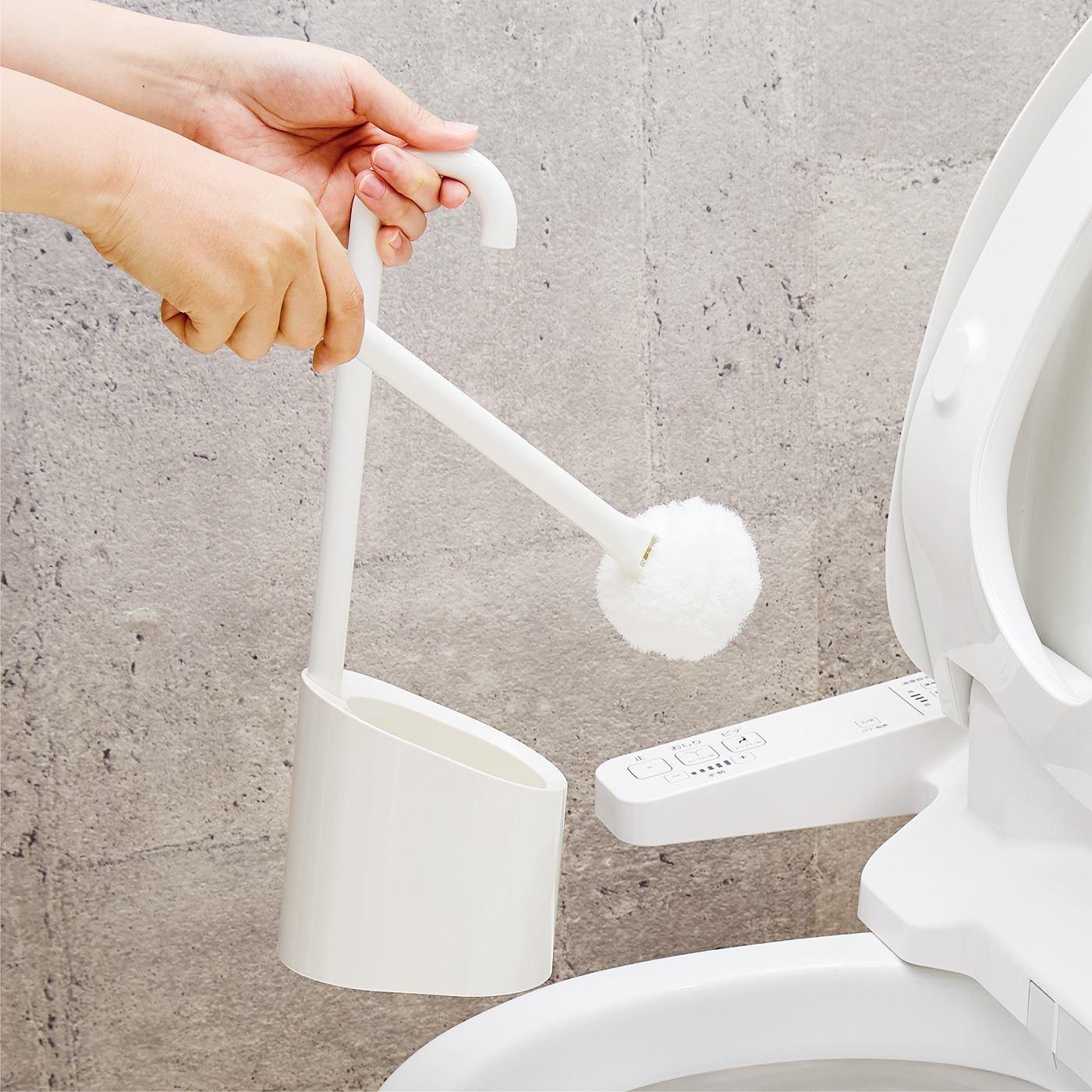 掃除あとの水だれのお悩み解決! 磁石で浮かせて収納できるトイレブラシ