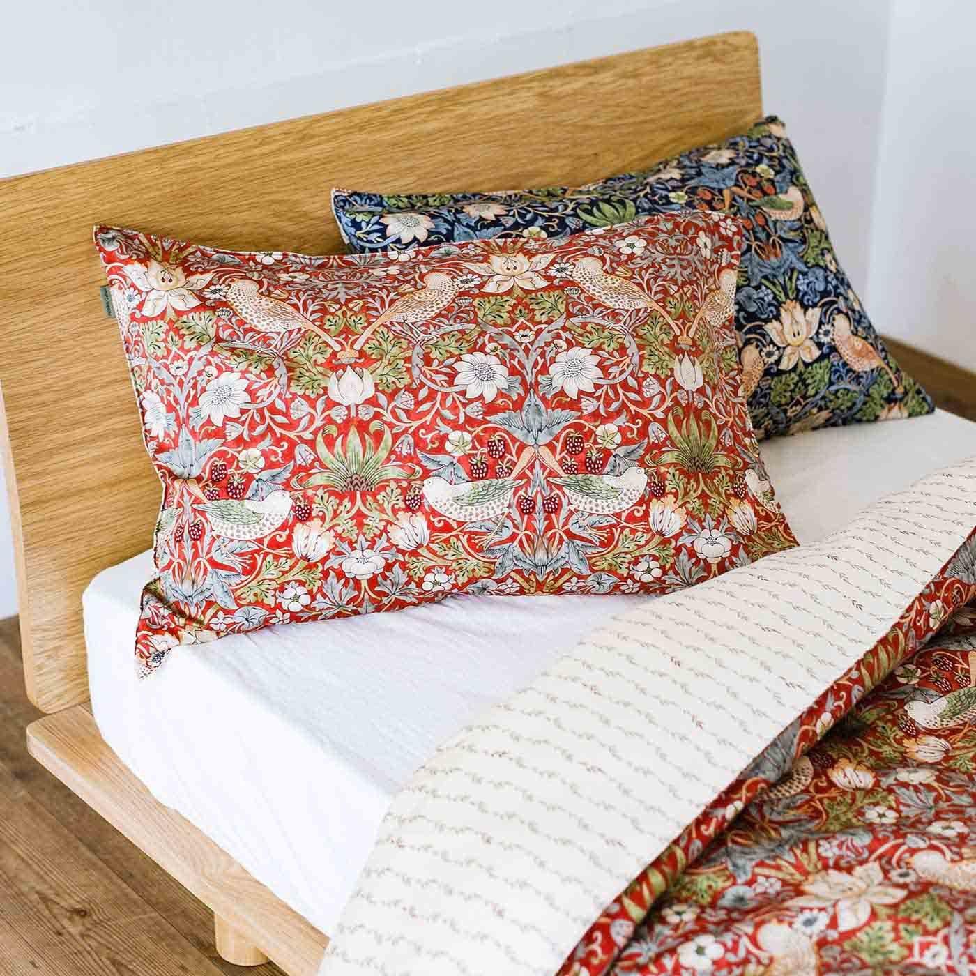 モリスギャラリー 時代を超えて愛されるデザインで眠る 綿100%枕カバー いちご泥棒