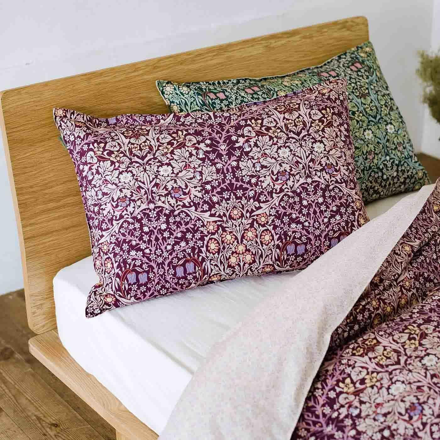 モリスギャラリー 可憐な花に包まれて眠る 綿100%枕カバー ブラックソーン