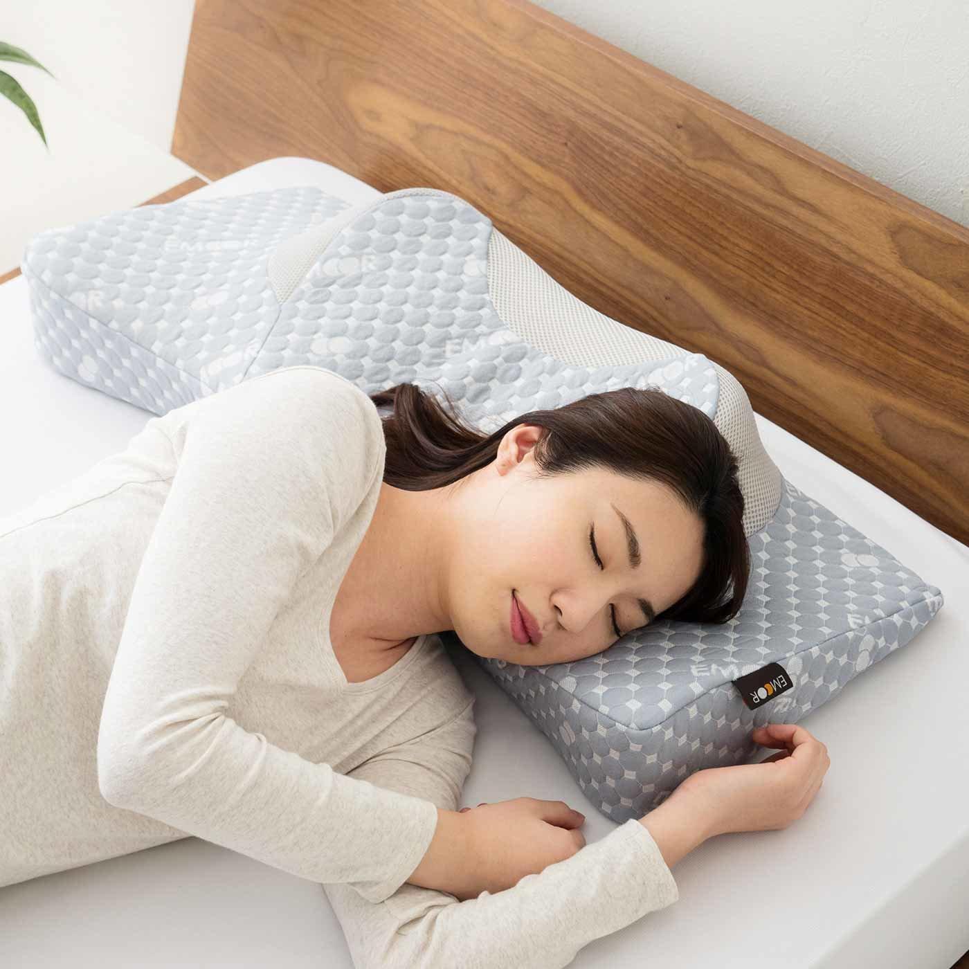 どんな寝姿勢派にも ぴったりフィット3-WAY枕