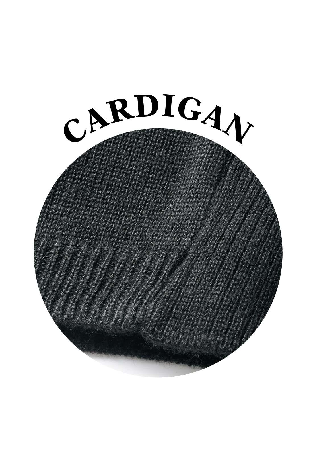 カーディガンはさらりと心地いい薄手素材。