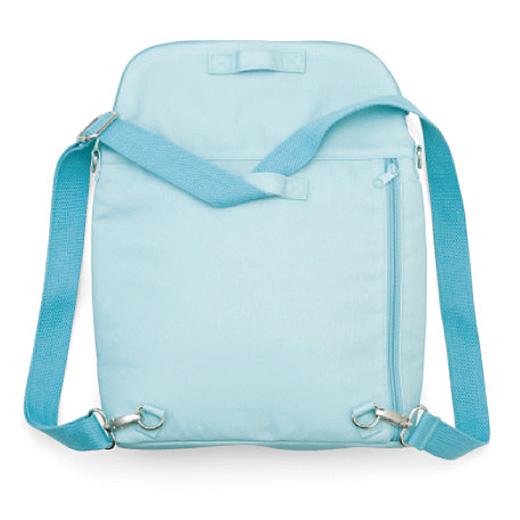 ミニサイズとして使いたいときは肩ベルトを下のベルト通しに通して。大きめサイズとして使うときは上のベルト通しを使う、シンプルで便利な仕様。