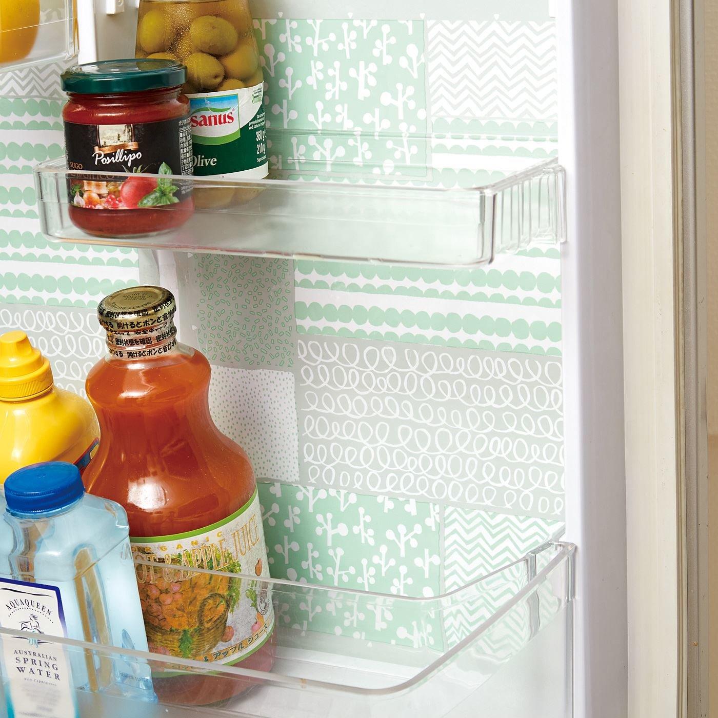 水だけで貼り付け完了! 冷蔵庫壁面防汚シートの会