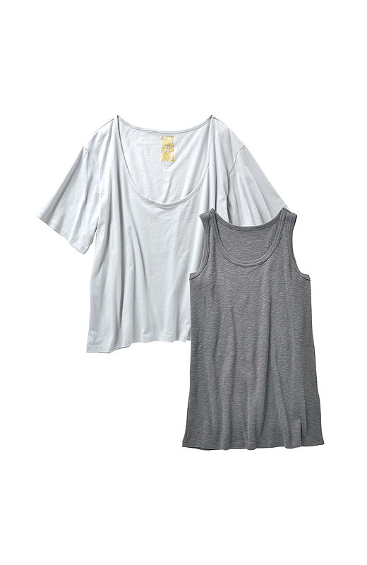 杢(もく)調のタンクと薄手でしなやかなTシャツの色合わせがきれい。