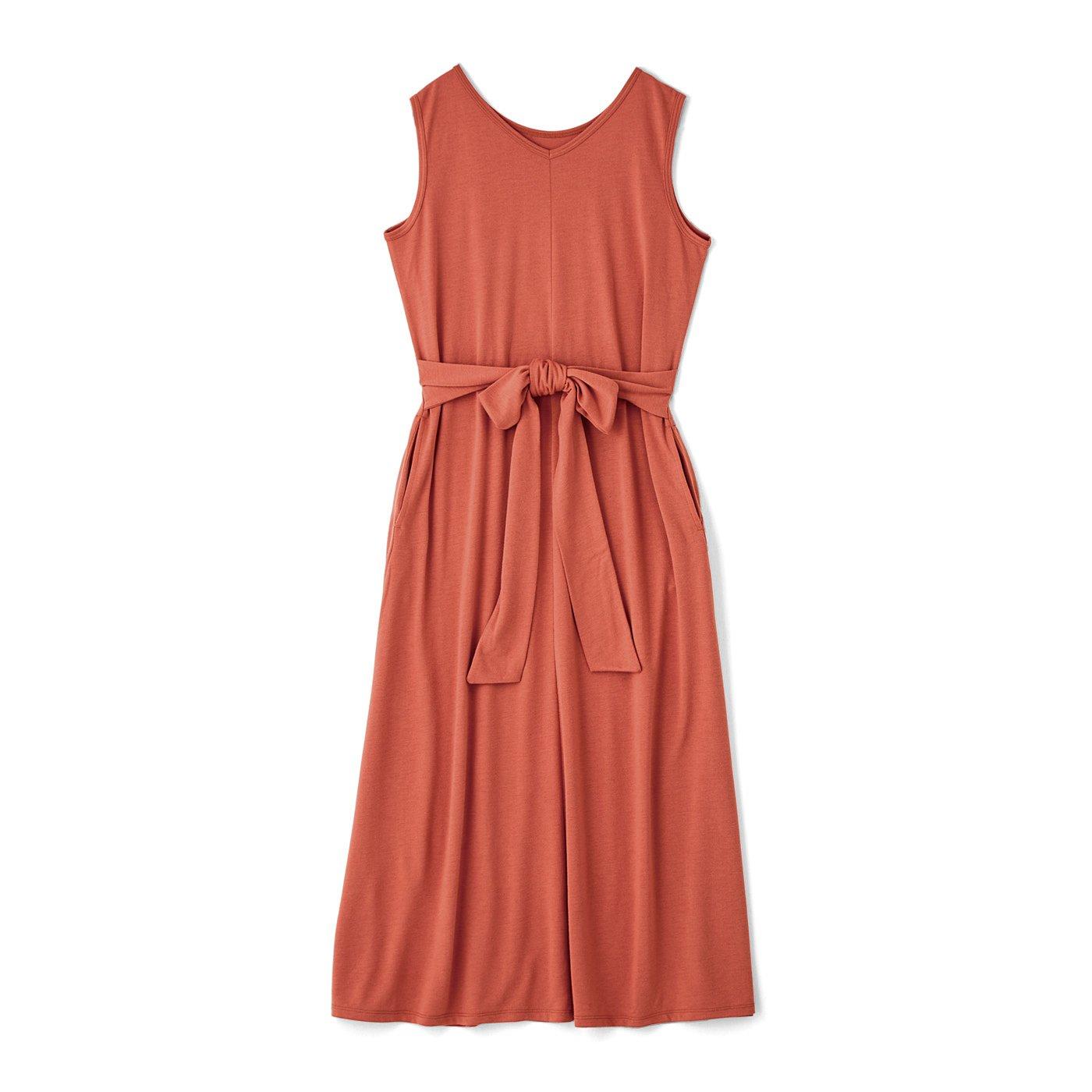 着るだけすらっと美人見え こだわりのIラインで錯覚させるルームワンピース〈スカーレット〉