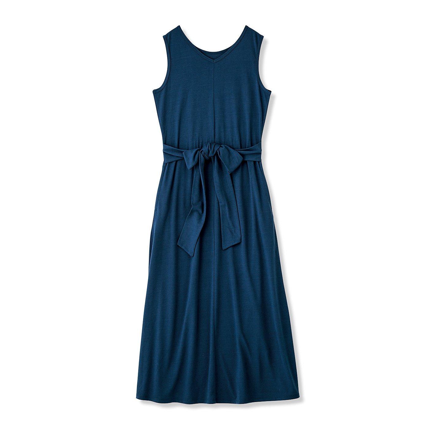 着るだけすらっと美人見え こだわりのIラインで錯覚させるルームワンピース〈リバーブルー〉