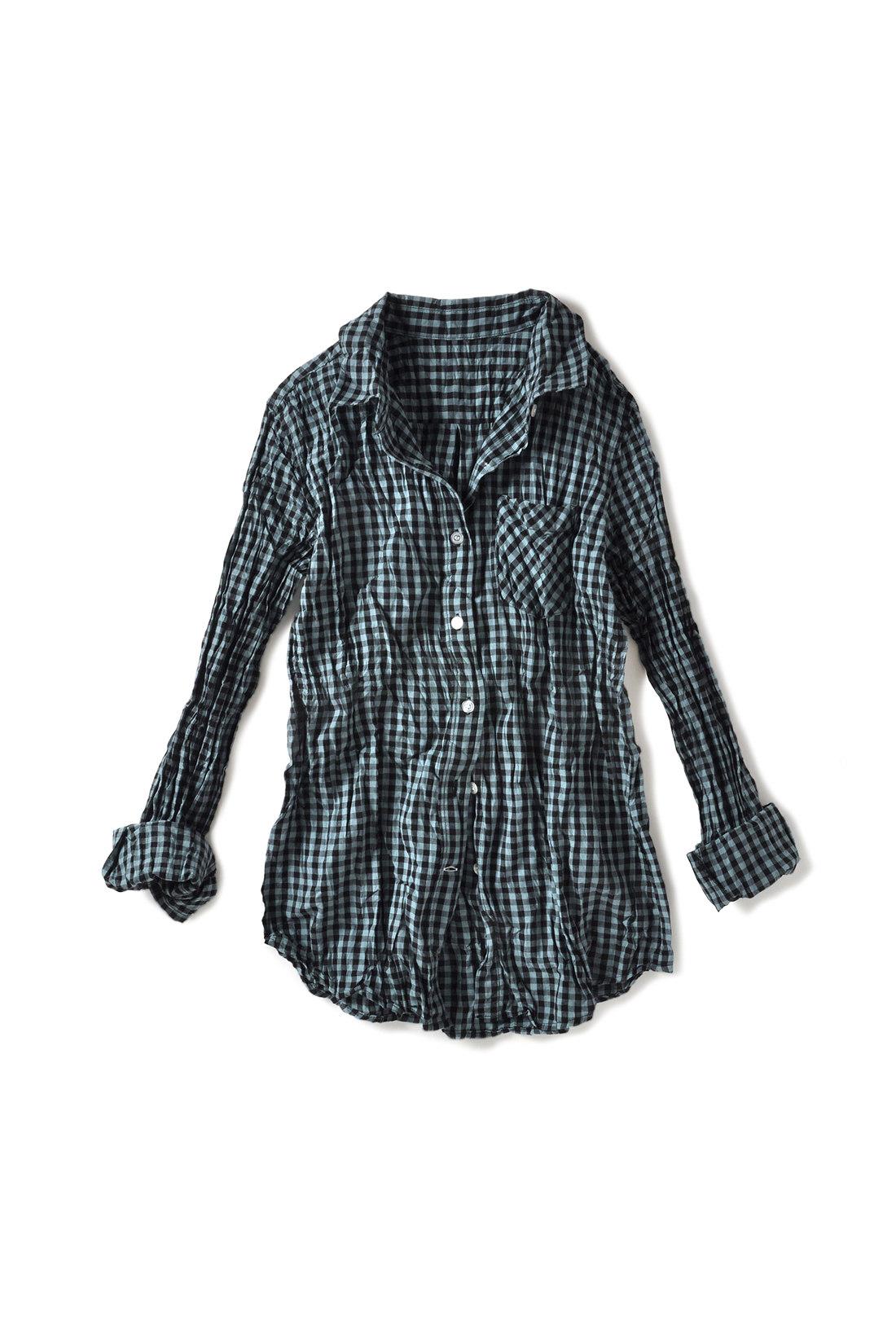 UVカット率の高い素材&手の甲まで隠れる長め袖。ほどよくコンパクトなシルエット。はおっても、腰巻きでもサマになる!