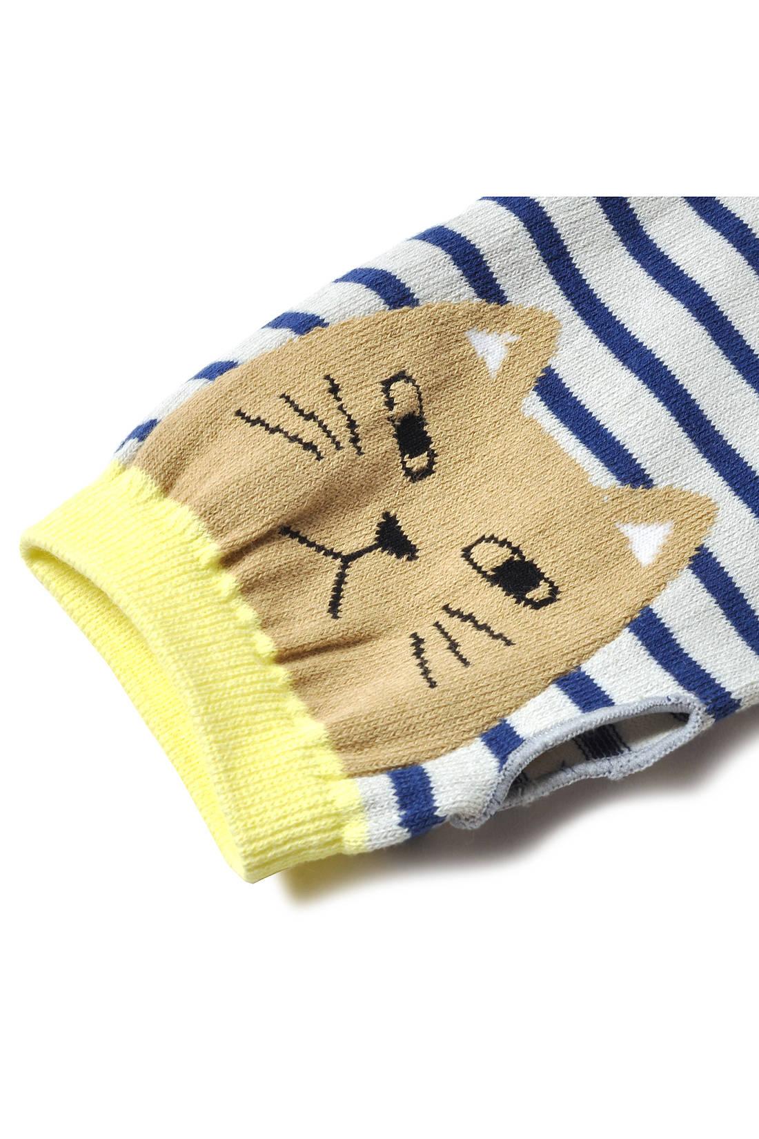 親指ホール付きで、手の甲にネコの顔が! ママが着けるたびこどもも大喜び。