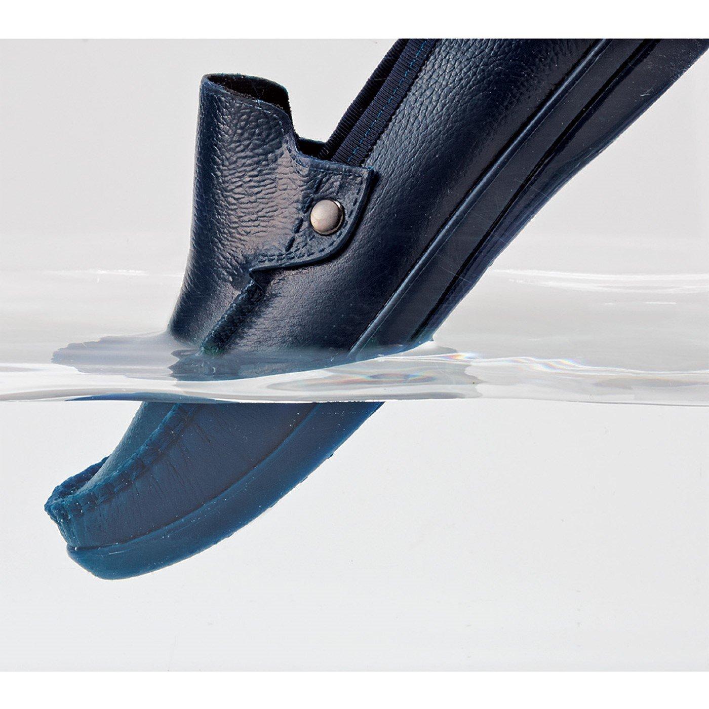 雨の日も気持ち晴れやか 革靴みたいな防水スリッポンの会