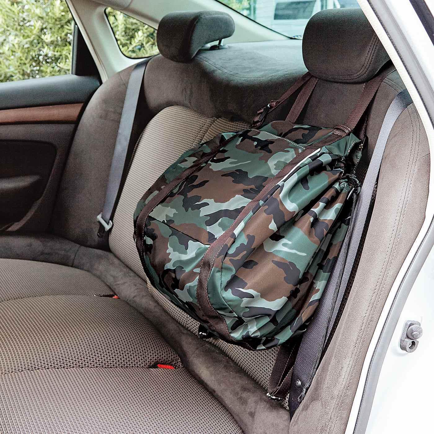 ヘッドレストに掛けておけばブレーキやカーブで荷物が転がらない。