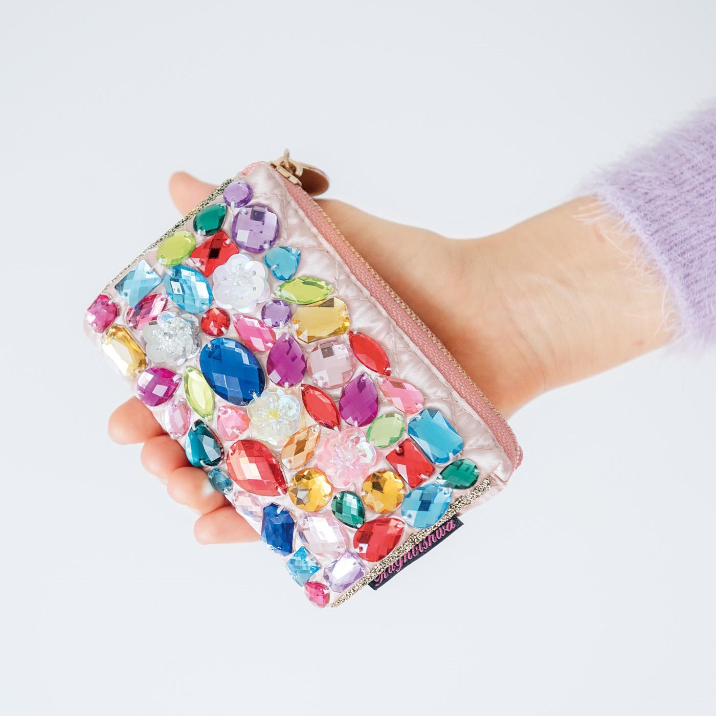 ティッシュポーチは、バッグの中にすっぽり入る手のひらサイズ。