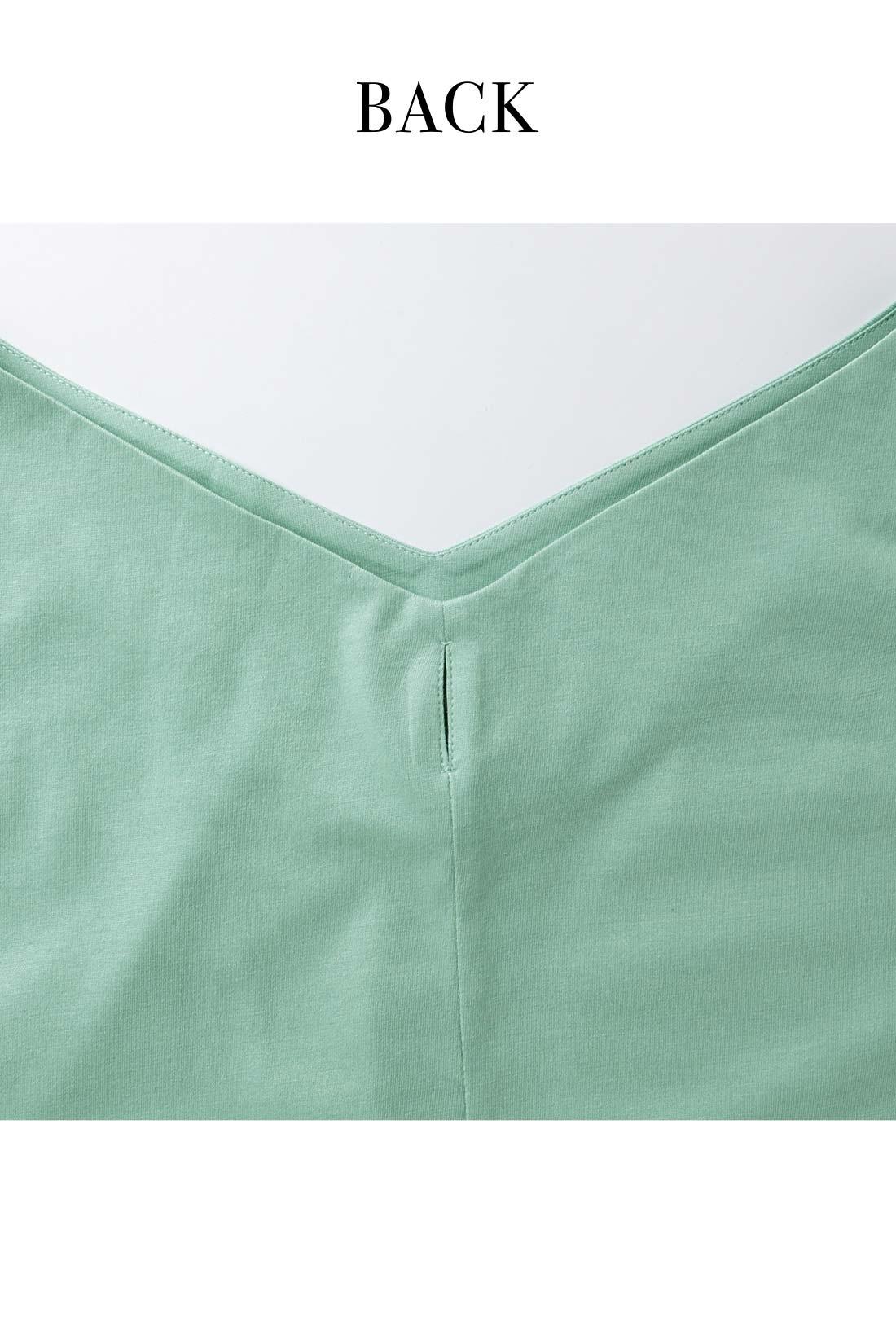 リボンは取り外し自在。より潔く着こなしたい日にも活躍。 ※お届けするカラーとは異なります。