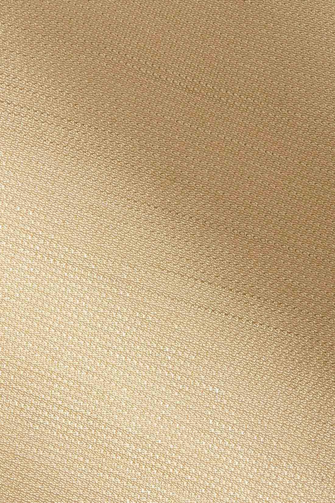 ニュアンスある表面感とイージーケア。 変わり織りのスラブヤーンでシャリっときれいめな清涼素材。しわになりやすいギャザーやバルーンディテールを、きれいに着られるのもうれしい。 ※お届けするカラーとは異なります。