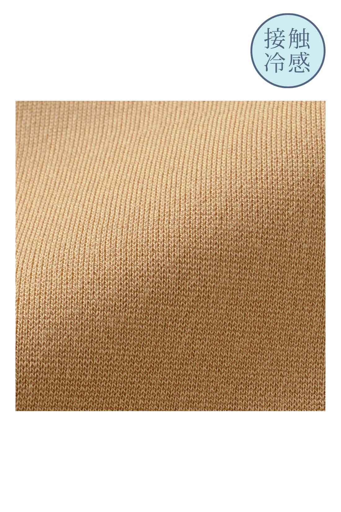 きれい見えする接触冷感カットソー 素材はほのかな光沢がきれいな、布はく見えするベアポンチカットソー。上質感漂うほどよい厚みと張りがありながら着心地はしなやかで伸びやか。接触冷感でひんやり涼しい肌心地です。