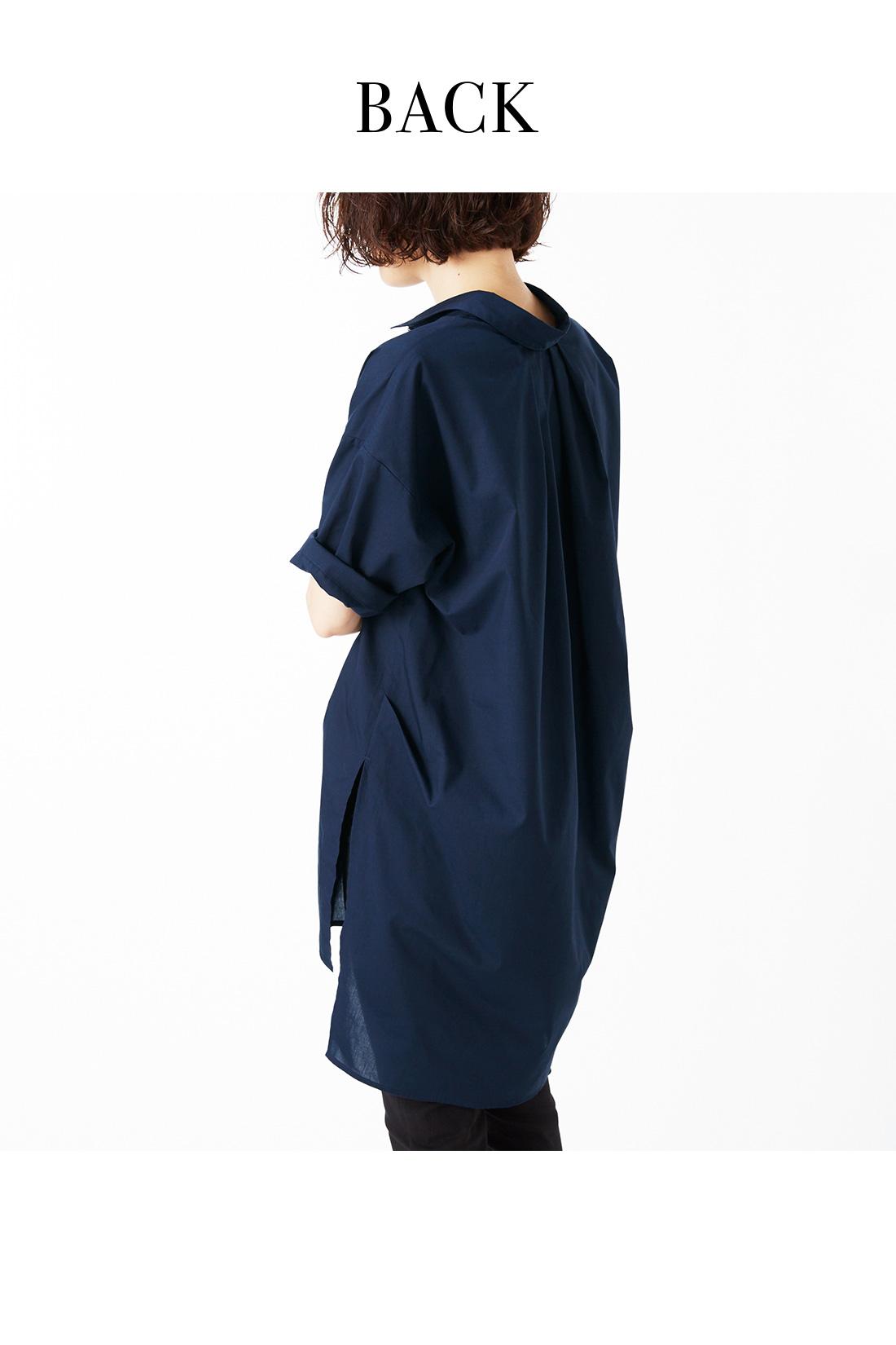 一枚でサマになる計算済みパターン。 サイドタックの技で、風をはらむような旬シルエットに。着るだけで衿抜きも決まるパターンもポイント。 ※着用イメージです。お届けするカラーとは異なります。