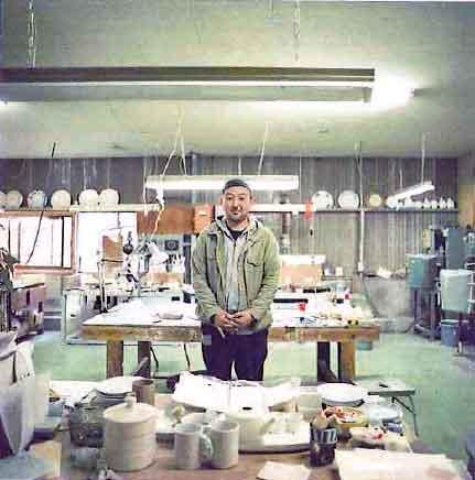 釜場のデザイナーの阿部さん。絵柄のセンスが光ります。