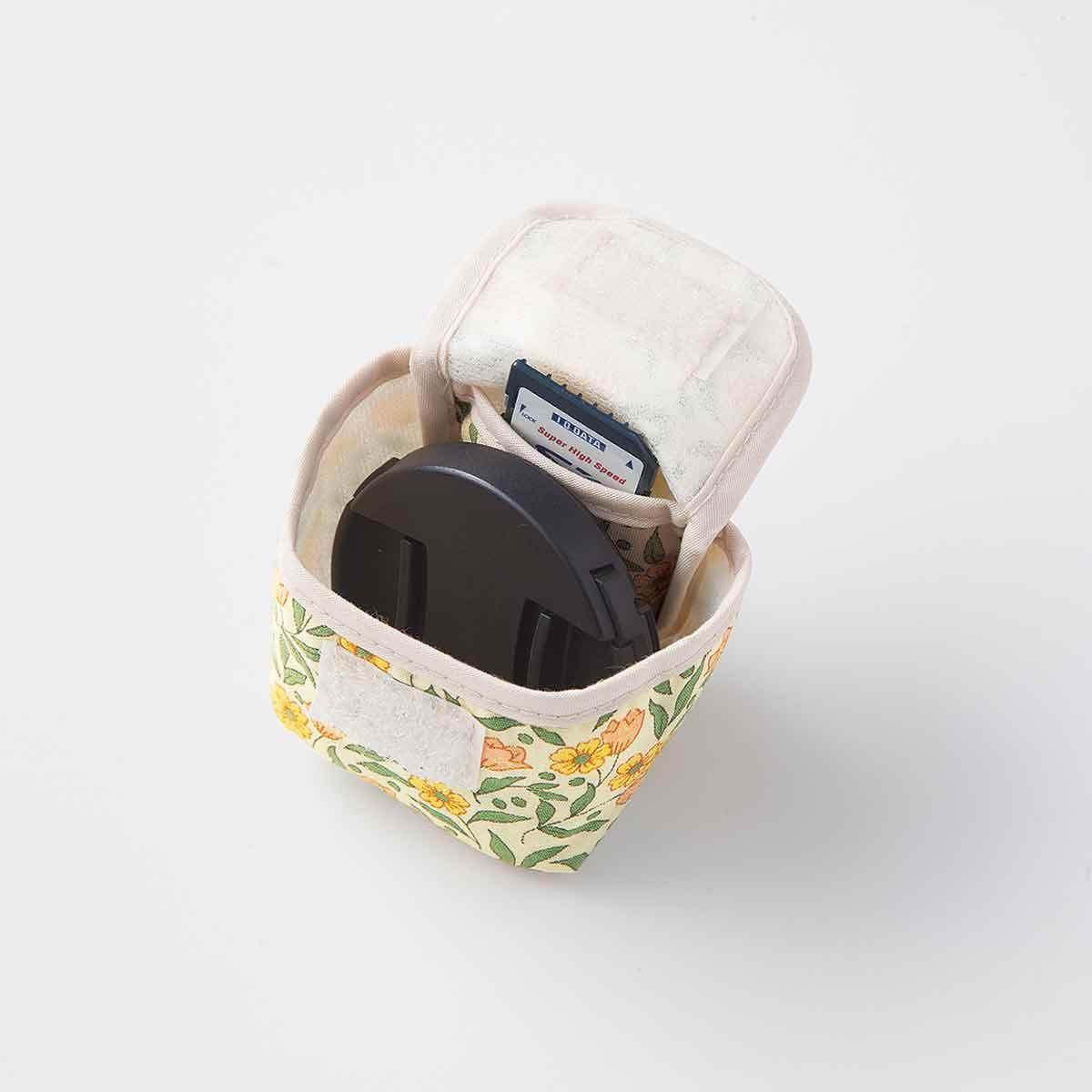 レンズカバー、SDカードもしっかり収納。