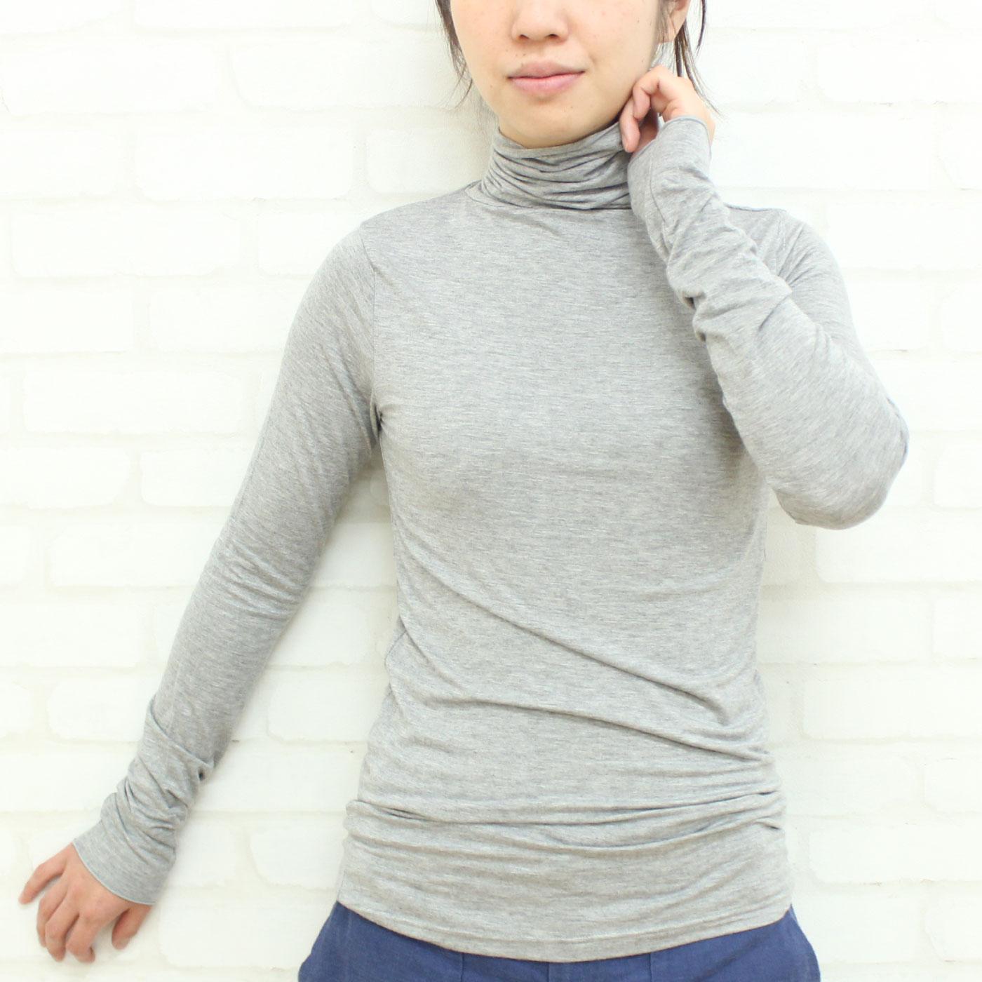 オーバークローズ 柔らか薄手で重ね着に重宝 シンプルタートルネックトップス