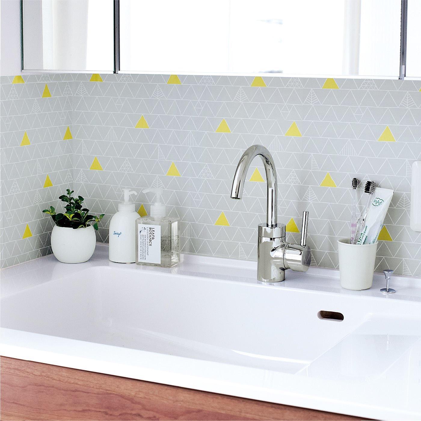 水はねを防止 汚れもふき取れる 貼ってはがせる壁紙シートの会