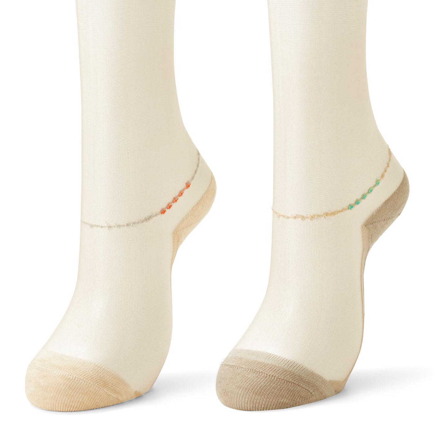 綿混部分は、肌に浮かないベージュ系カラー。※写真はお届けの一例です。