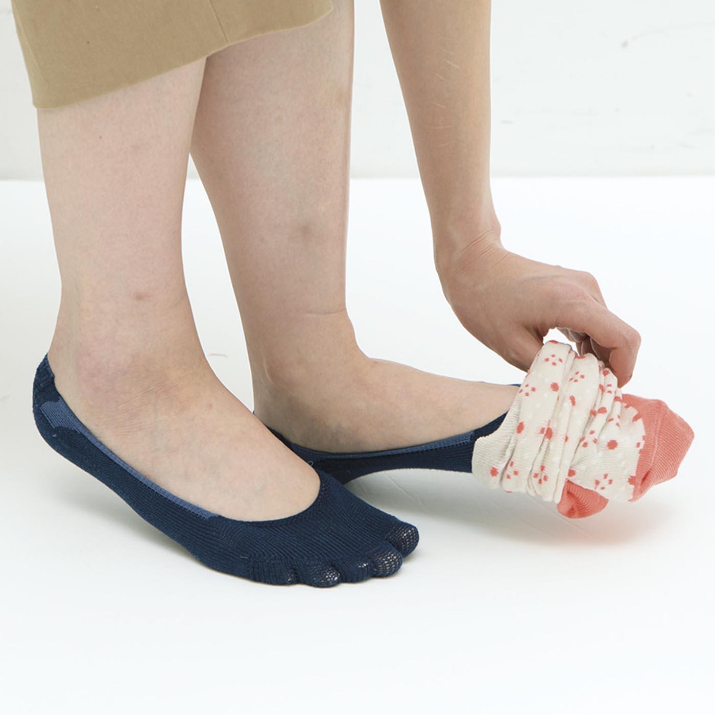 脱げにくいからソックスインナーとして靴下の中にはいても快適。