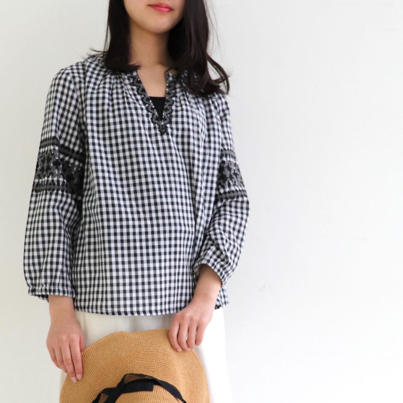 贅沢なクロスステッチ風刺しゅう スキッパーブラウス 七分袖
