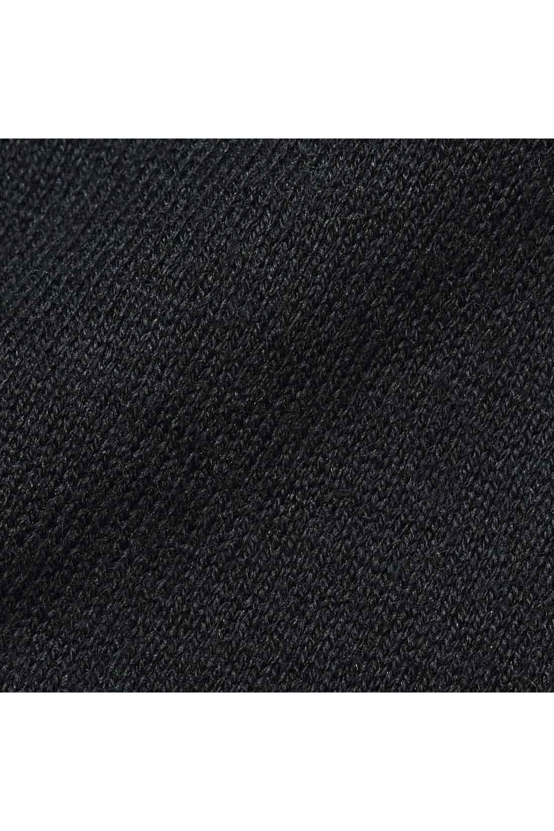 素肌に心地よいコットンシルク 上質感と肌ざわりのよさが人気のコットンシルクを、滑らかな天じく編みで仕立てました。