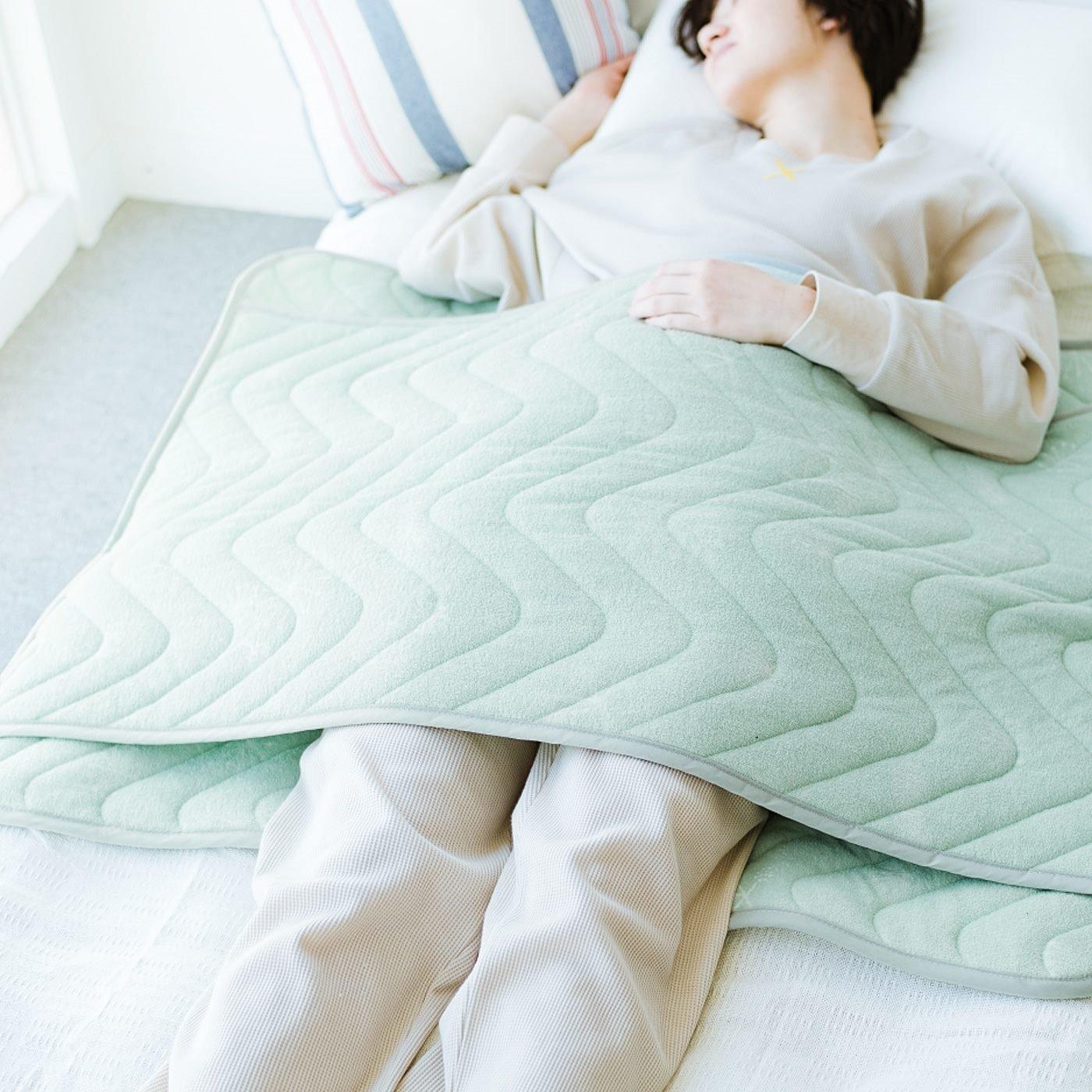 ちょい冷えする足もとやおなかに!寝返りしてもずれない綿パイルスリーブケットの会