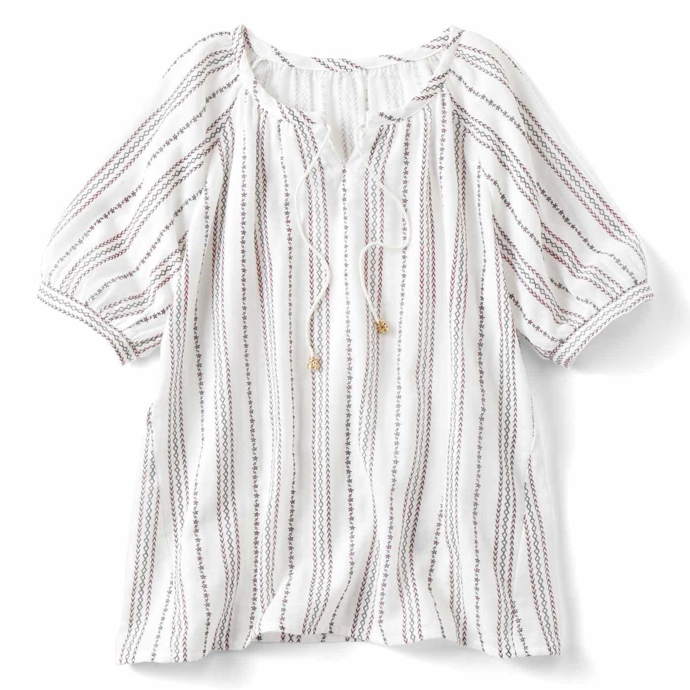 リブ イン コンフォート ダブルガーゼが心地いい 刺繍みたいなプリントプルオーバー〈ホワイト〉