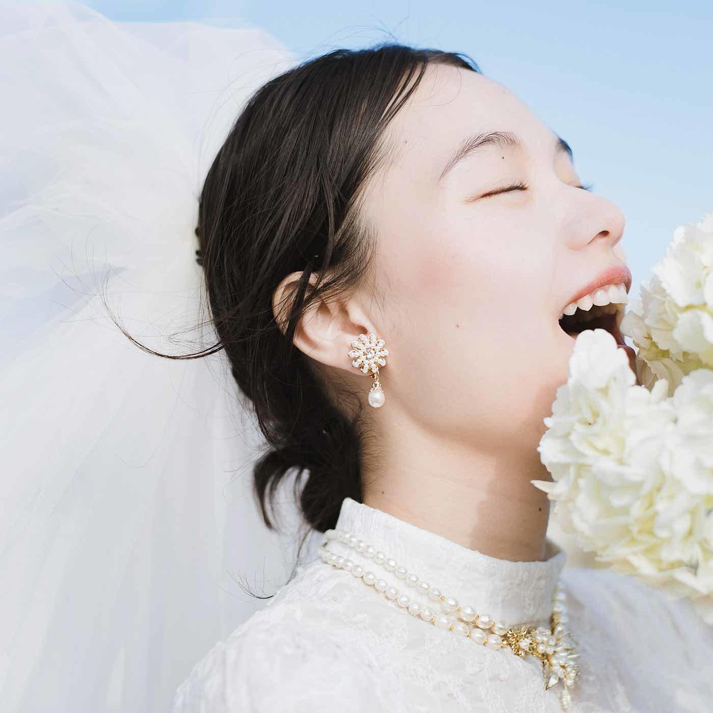 純白が美しい ボタニカルモチーフのネックレス&イヤアクセセット